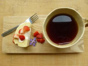 ロールケーキとコーヒー