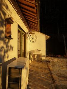夕暮れのお店の外側