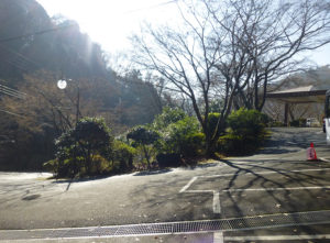 紀伊見荘駐車場付近