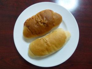 皿の上のロールパン