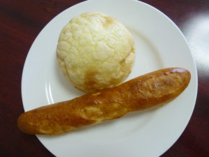 メロンパンと固めパン上から
