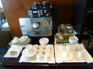 ラウンジ ティータイムのコーヒーマシン等