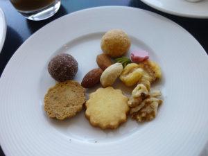 ティータイム クッキーやナッツ