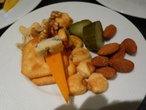 ラウンジ カクテルタイム チーズやナッツ