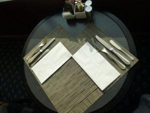 ラウンジ朝食 テーブルセッティング