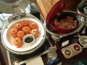 ラウンジ朝食 卵やベーコンなど