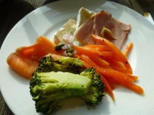 ラウンジ朝食 野菜など