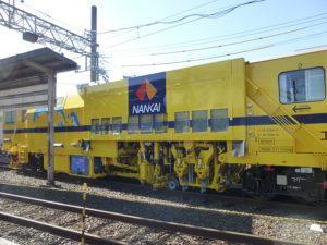 軌道作業車らしい?黄色い車両
