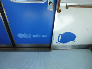 ドアに描かれた蛸壺と蛸