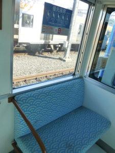 優先座席の青海波模様のシート